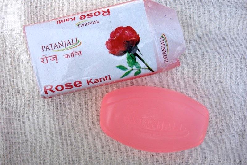 【パタンジャリ】ほのかにバラが香る。洗いながら肌の水分を整えるローズ石鹸『ローズカンティ(Rose Kanti)』